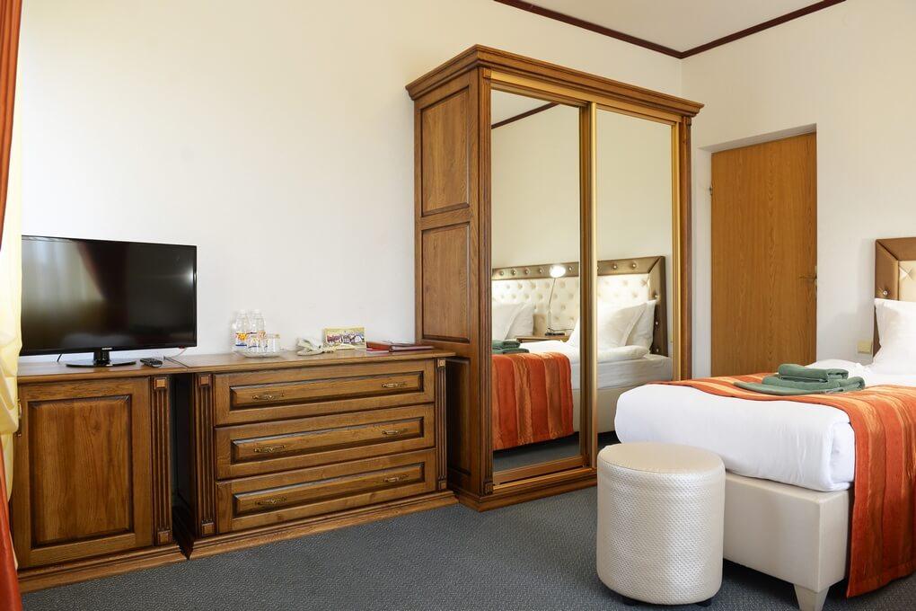 Отель Дианна Сходница Фото - Номер стандарт однокомнатный - Шкаф купе.
