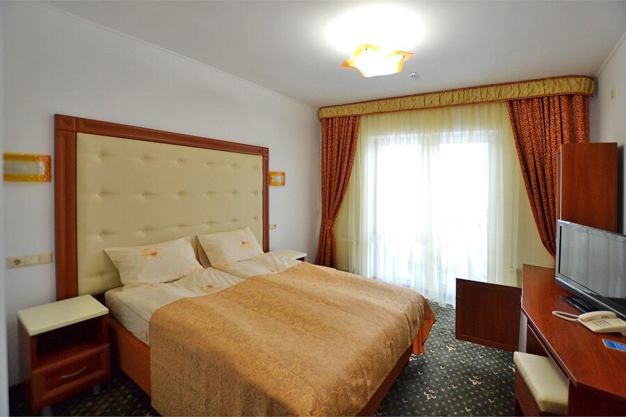 Отель Дианна Сходница Фото - Номер стандарт superiour - Двуспальная кровать.