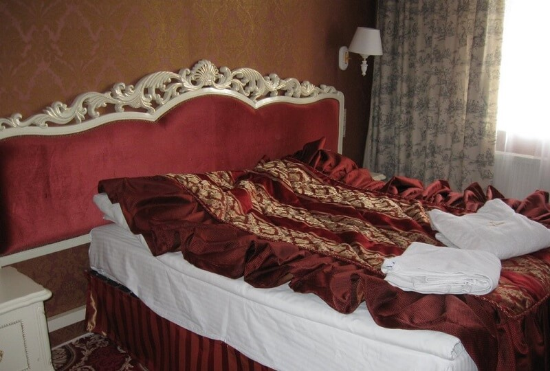 Женева Royal Sun Номер - DELUXE SUITE - Кровать.