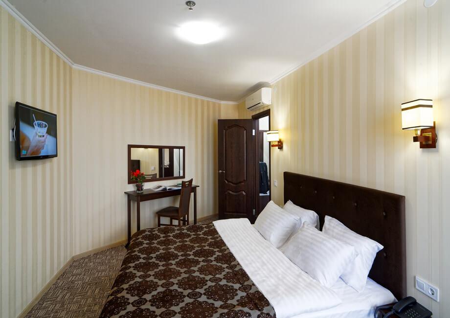 Лесная Песня Трускавец Фото - Номер двухкомнатный апартамент - Кровать.