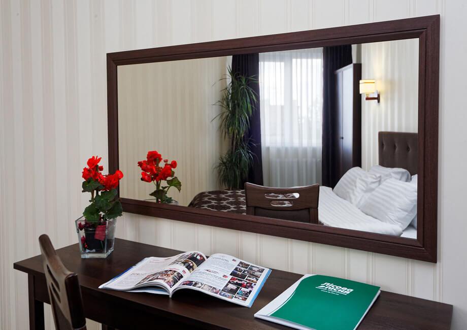 Лесная Песня Трускавец Фото - Номер двухкомнатный апартамент - зеркало.