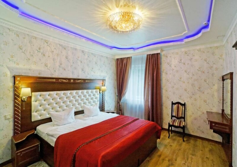 Санаторий Виктор в Трускавце Номер - двухкомнатный полулюкс - Кровать.
