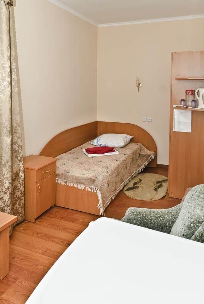 Санаторий Молдова Трускавец - Номер двухместный стандарт - Кровать.