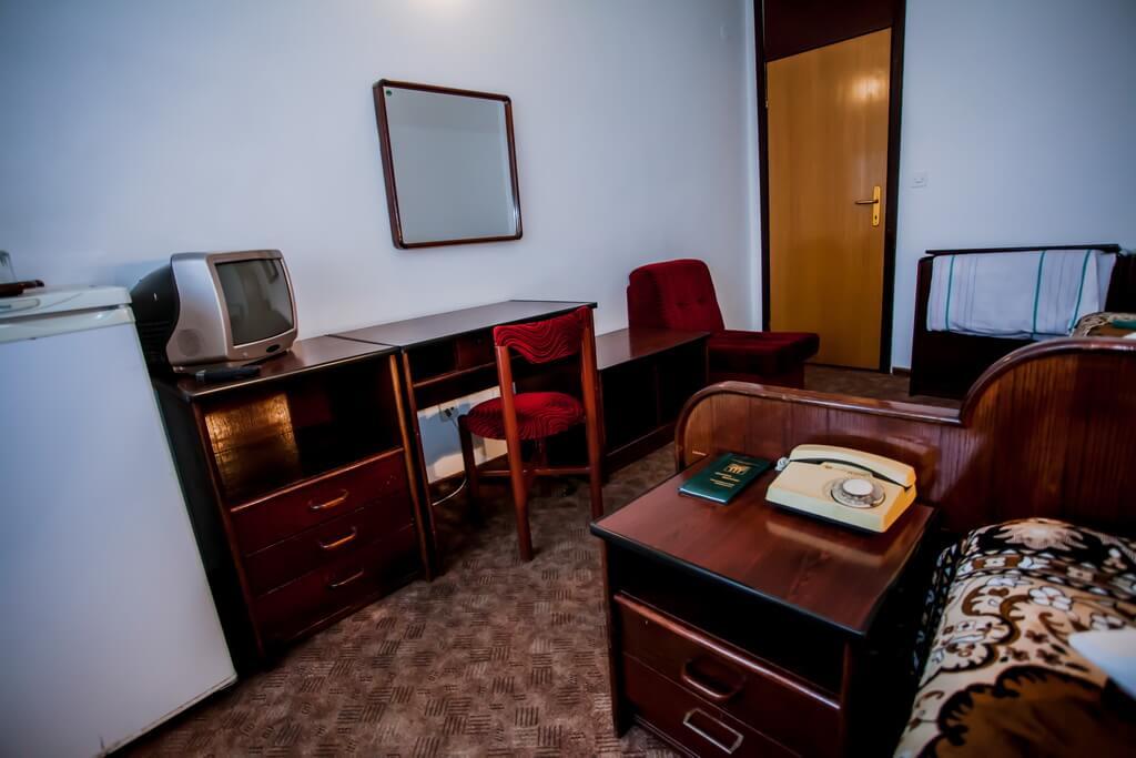 Отель Бескид Номер - Двухместный стандарт - Мебель.