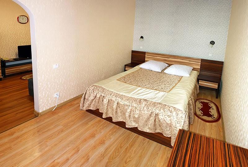 Санаторий Шахтер Трускавец Номер - двухкомнатный люкс - Кровать.