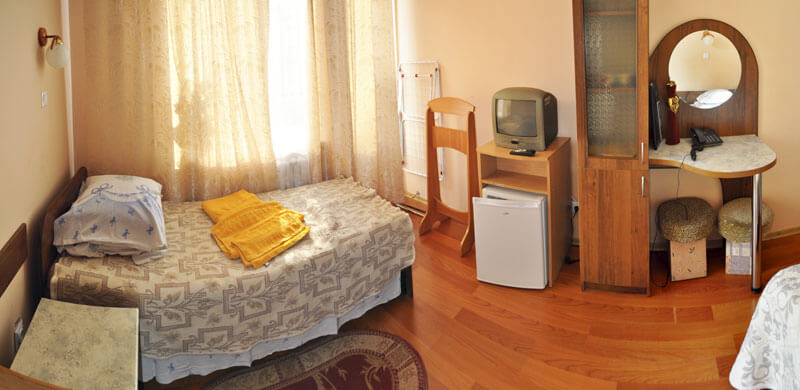 Санаторий Шахтер Трускавец Номер - двухместный 2 кат. вид на город - телевизор.