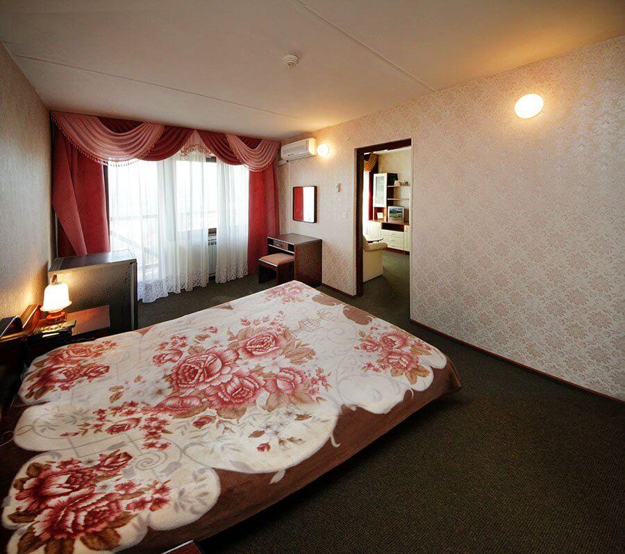 Отель Бескид Номер - Двухкомнатный Люкс - Спальня.
