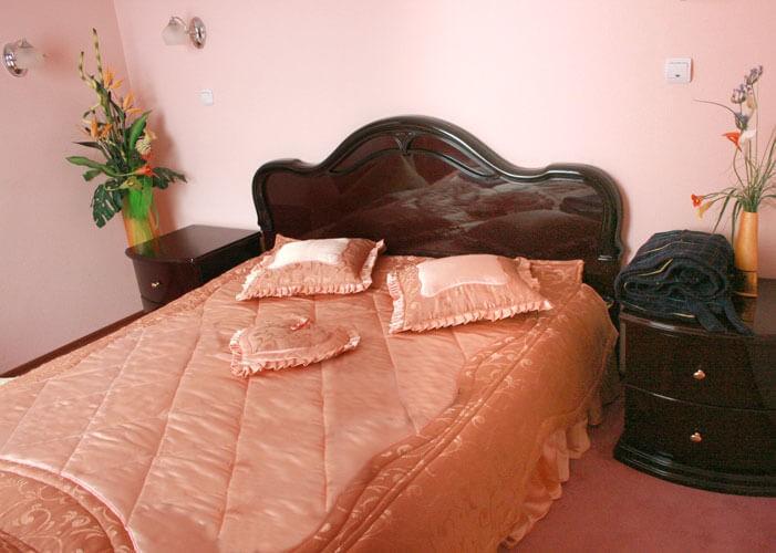 Санаторий Шахтер Трускавец Номер - трехкомнатный люкс - Кровать.