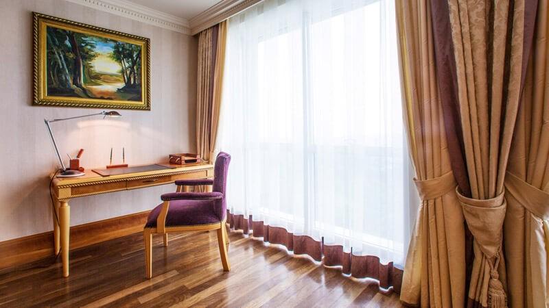 Риксос-Прикарпатье Фото - Номер апартаменты - Стул.