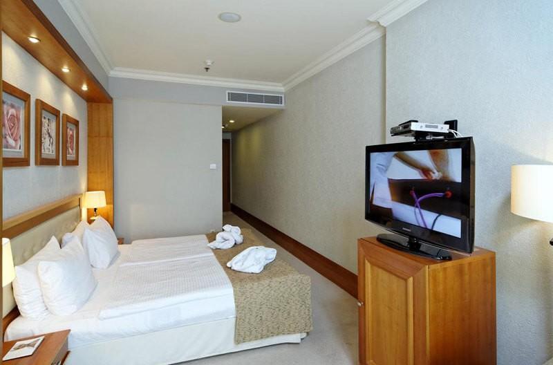 Риксос-Прикарпатье Фото - Номер Классик - Кровать в спальне.