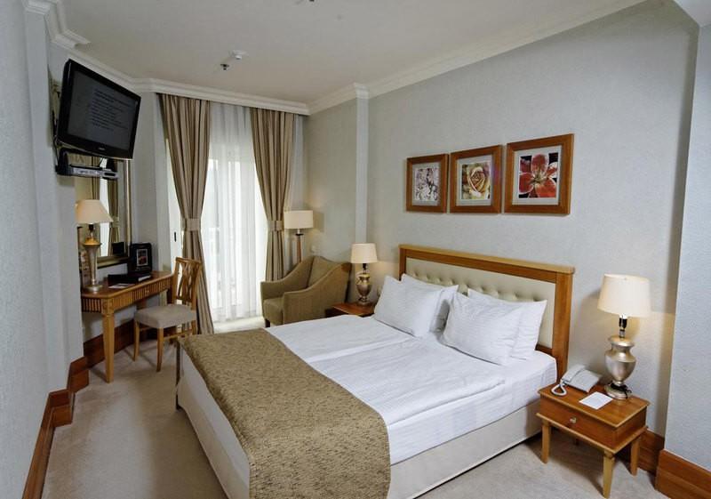 Риксос-Прикарпатье Фото - Номер Классик - Кровать в комнате.