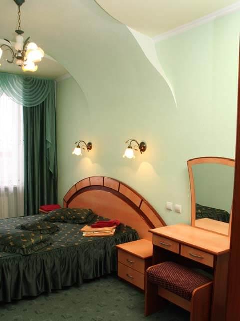Санаторий Молдова Трускавец - Номер двухместный люкс - кровать.