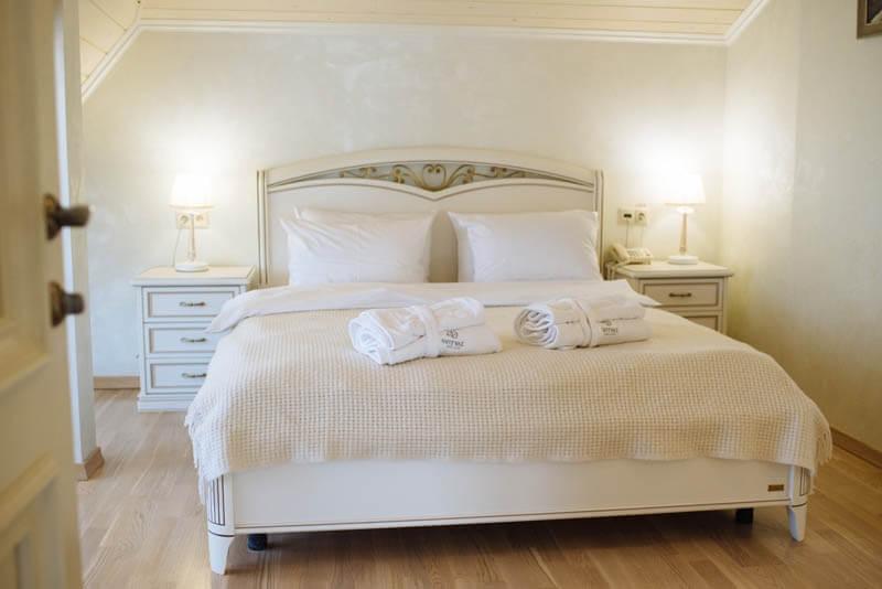 Санаторий Свитязь Трускавец Фото - Номер grand suite - Кровать.