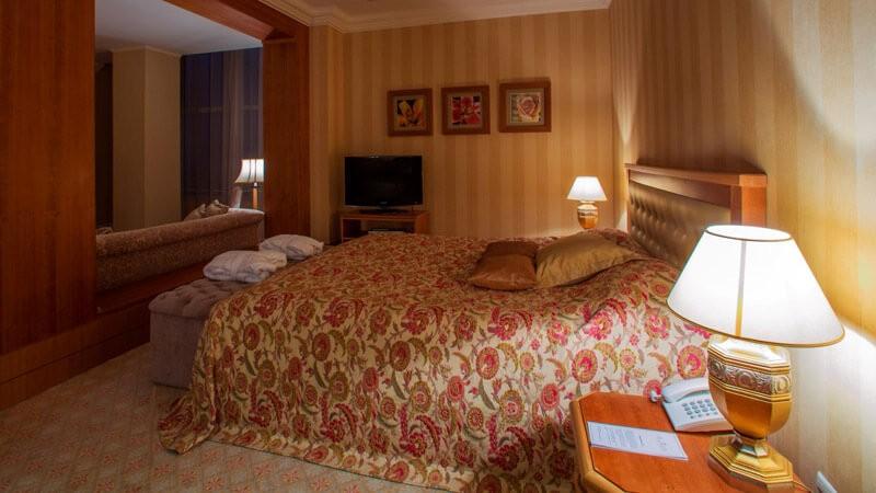 Риксос-Прикарпатье Фото - Номер люкс - Спальня.