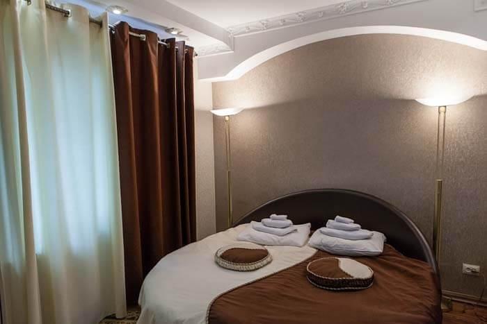 Санаторий Виктор в Трускавце Номер - люкс 2с - Кровать.
