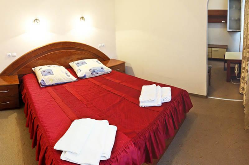 Санаторий Молдова Трускавец - Номер люкс 620 - Кровать.