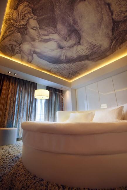 Миротель Трускавец Фото - Номер miracle suite - Кровать.