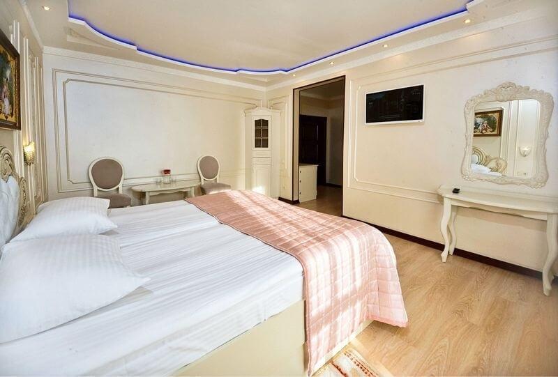 Санаторий Виктор в Трускавце Номер - люкс однокомнатный - Кровать.