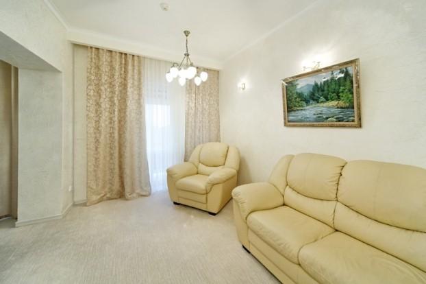 Шале Грааль Трускавец Номер - Queen Suite Apart - Мягкое кресло.