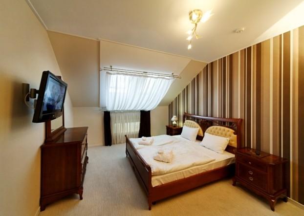 Шале Грааль Трускавец Номер - Queen Suite Apart - комплектация спальни.