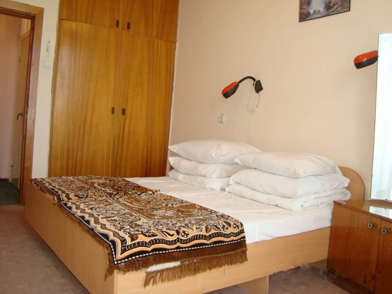 Санаторий Кристалл Трускавец Фото - стандарт двухкомнатный - Кровать.