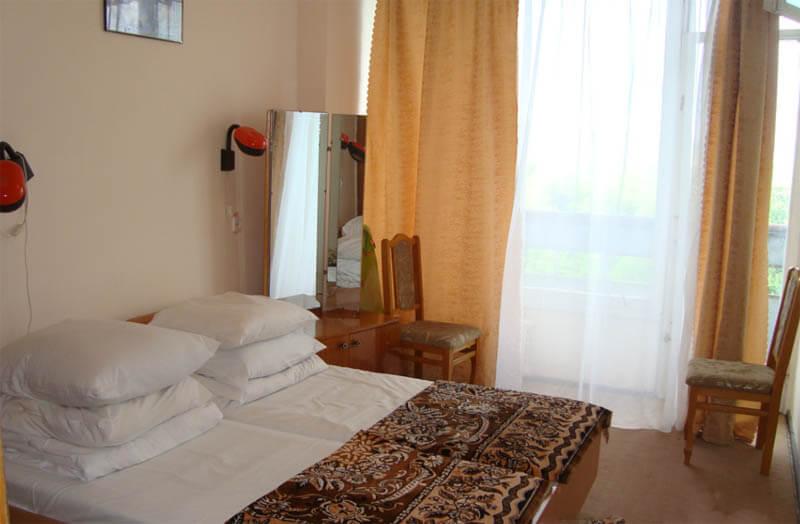 Санаторий Кристалл Трускавец Фото - стандарт двухкомнатный - Кровати.