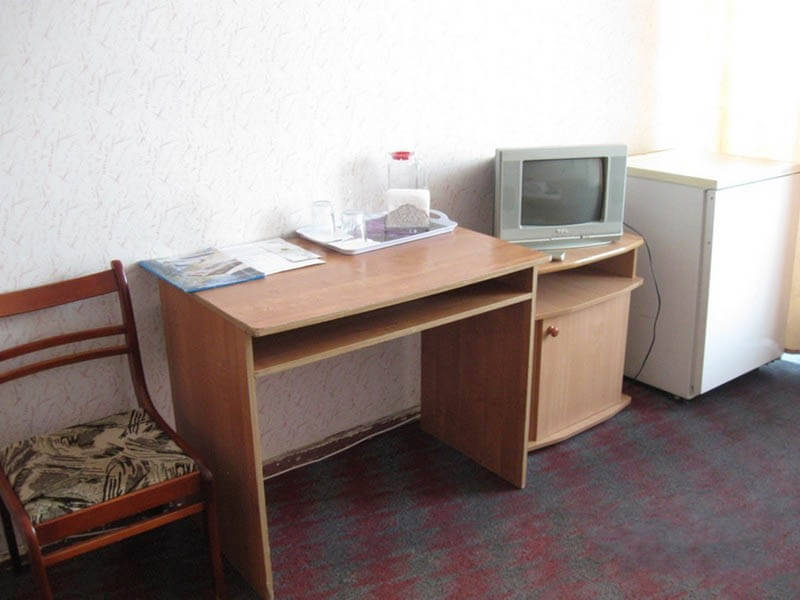 Санаторий Кристалл Трускавец Фото - стандарт однокомнатный - Стол.