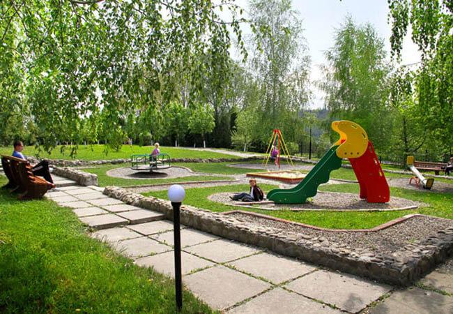 Жемчужина Прикарпатья Трускавец Фото - детская площадка.