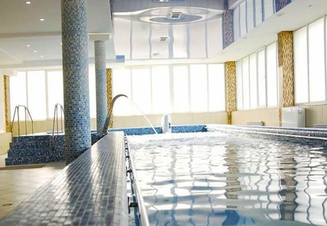 Санаторий Шахтер Трускавец Фото - в бассейне.
