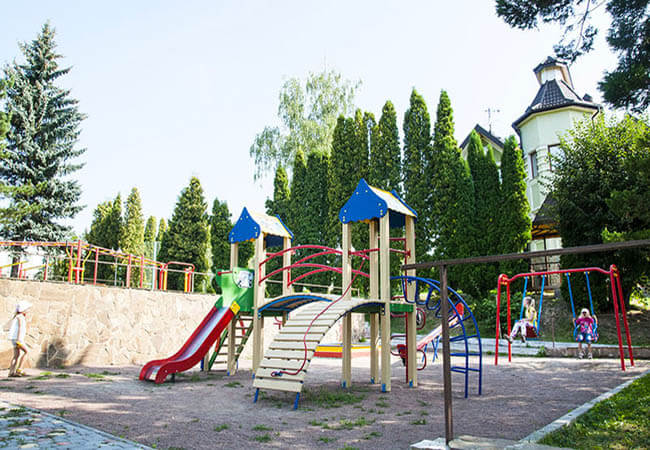 Санаторий Шахтер Трускавец Фото - Детская площадка.