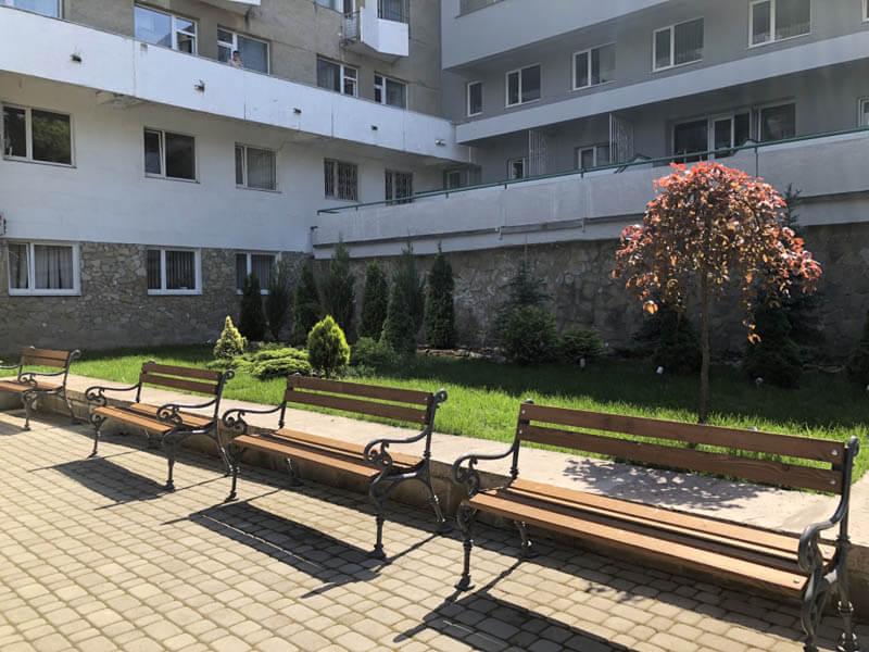 Санаторий Весна Трускавец Фото - лавочки.
