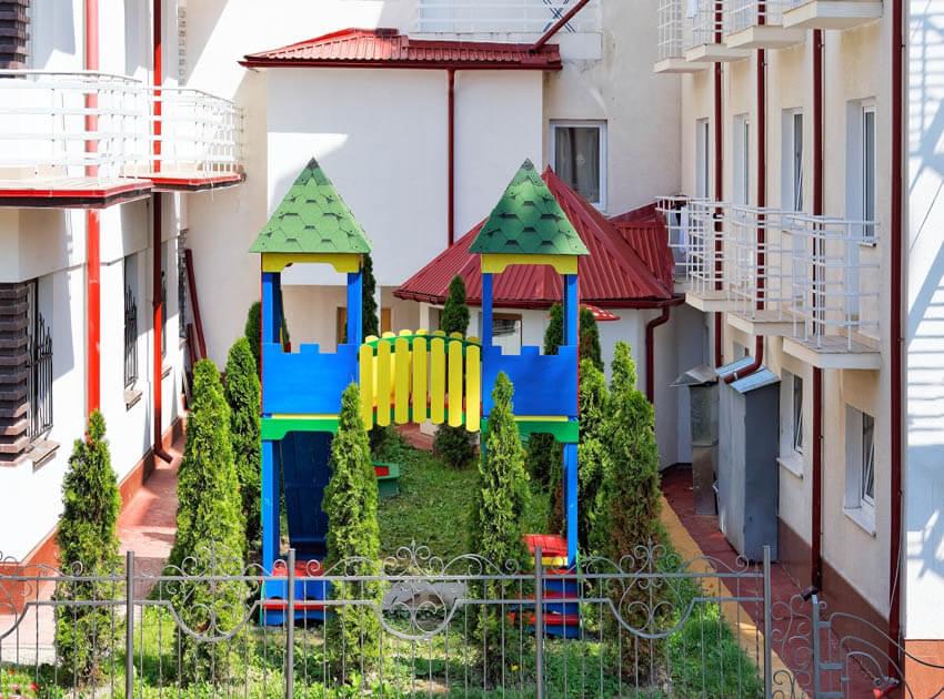 Санаторий Виктор Трускавец Фото - Детская площадка.