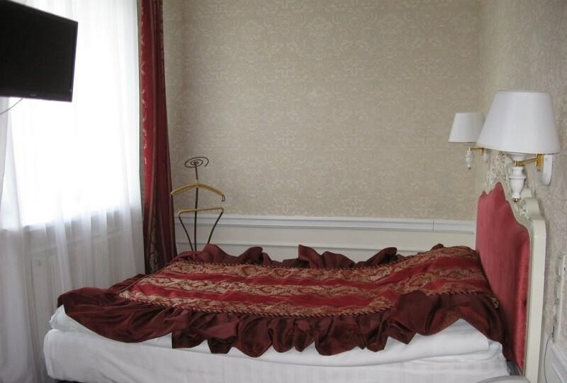Женева Royal Sun Номер - SINGLE - Кровать.