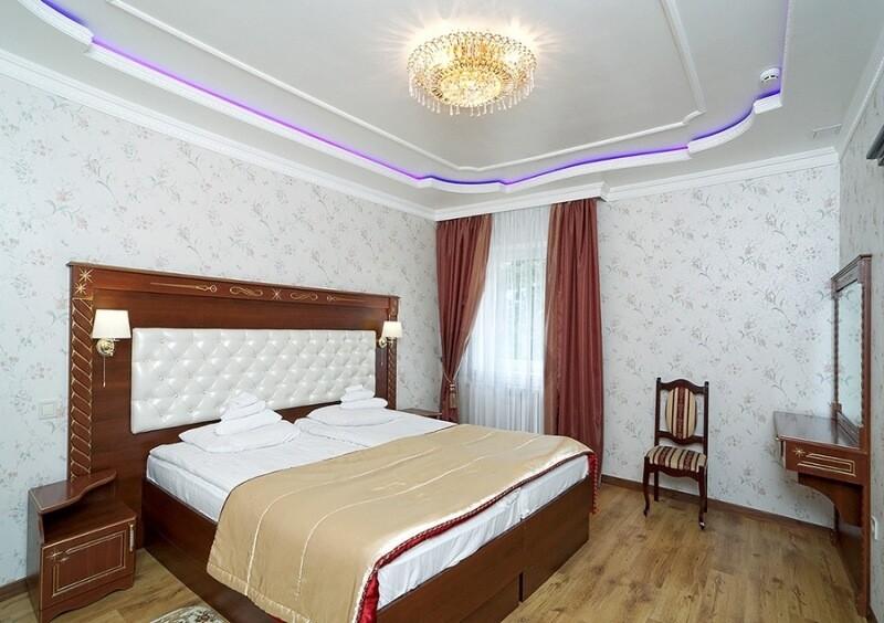Санаторий Виктор в Трускавце Номер - люкс трехкомнатный - Спальня.