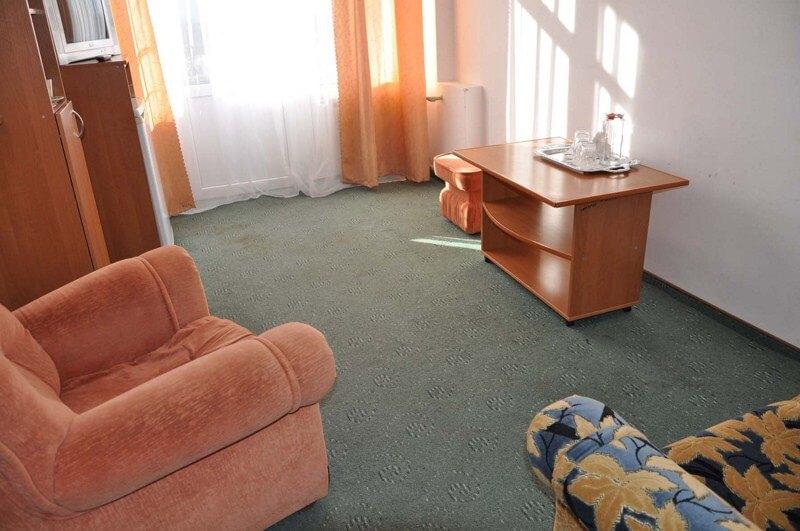 Санаторий Алмаз Трускавец Фото - Номер двухкомнатный улучшенный - Кресло.