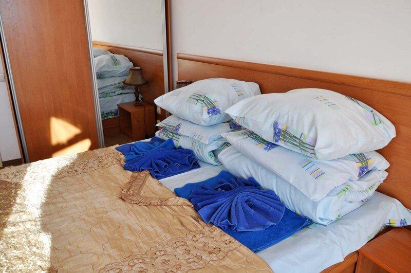 Санаторий Алмаз Трускавец Фото - Номер двухкомнатный улучшенный - Кровать.