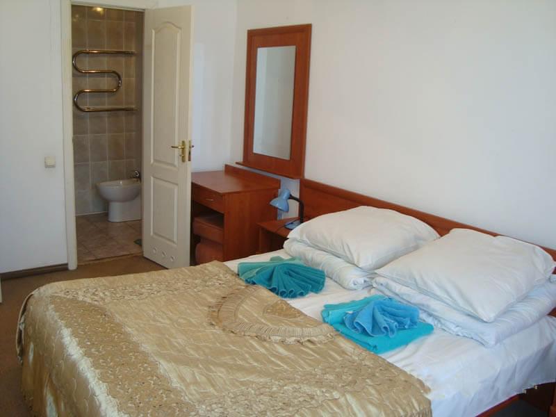 Санаторий Кристалл Трускавец Фото - номер двухкомнатный улучшенный - Спальня.