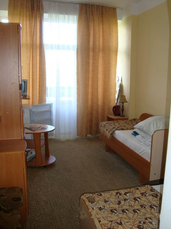 Санаторий Кристалл Трускавец Фото - номер однокомнатный улучшенный - Комната.