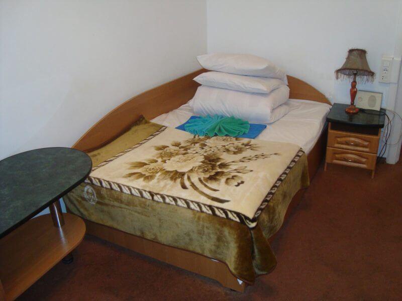 Санаторий Алмаз Трускавец Фото - Номер однокомнатный улучшенный - Кроватка.