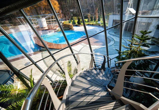 Деренивская Купель Фото - Спуск в бассейн.