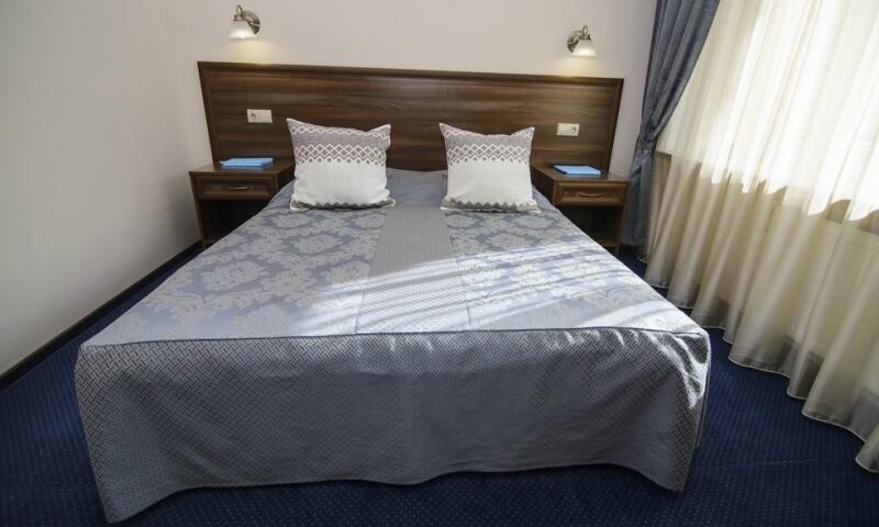Санаторий Горная Тиса Номер - Двухкомнатный Kvasy Deluxe - Кровать.