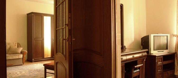 Санаторий Солнечный Номер люкс - Двери.