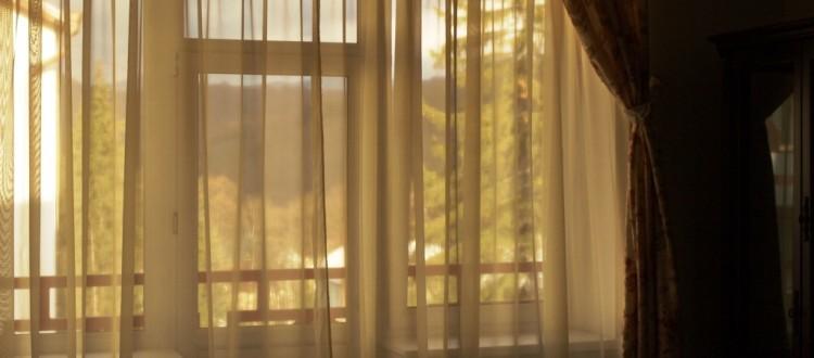 Санаторий Солнечный Номер люкс семейный - шторы.