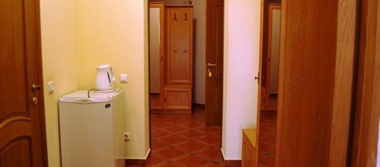 Санаторий Солнечный Номер полулюкс - дверь
