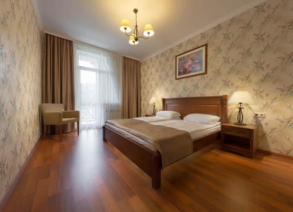 Деренивская Купель номер семейный - Кровать.