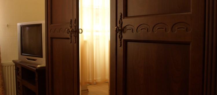Санаторий Солнечный Номер Супериор - дверь.