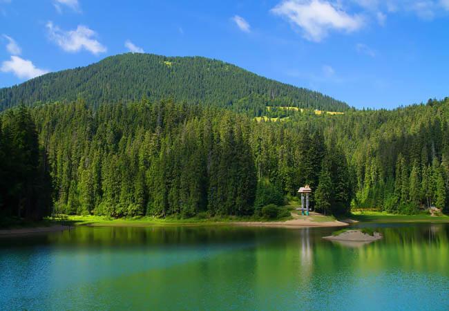 Озеро Синевир в Закарпатье.