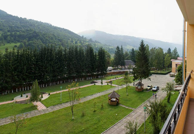 Санаторий Горная Тиса Фото - Парковая зона.