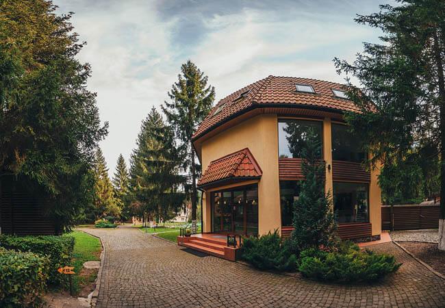 Санаторий Карпатия - главный корпус.
