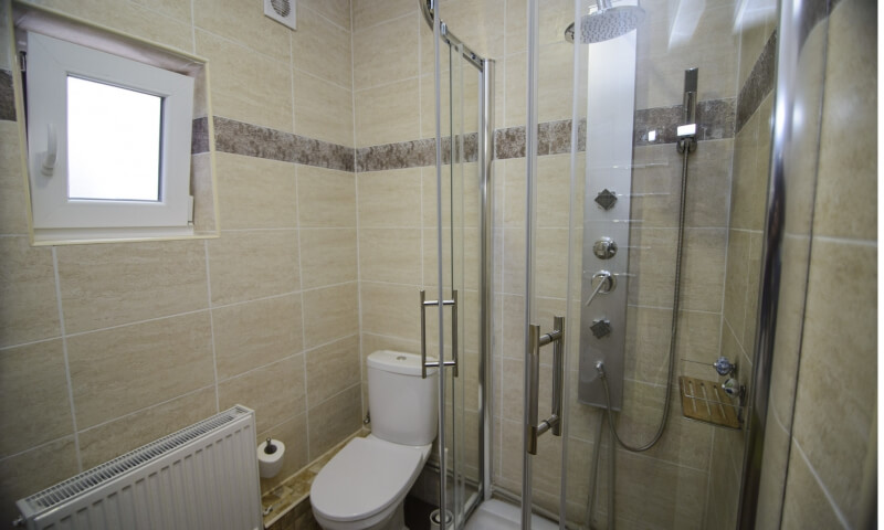 Санаторий Горная Тиса шале Верба номер - туалет.